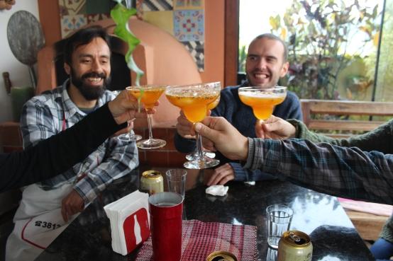 Um brinde com Vanin, Joe (ambos na foto), Fernanda, Diógenes e Suca