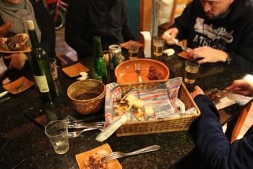 À mesa: 'Os Pistoleiros' servidos com os pães da Sânia