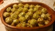"""Delicadas tortinhas de massa de pastel recheadas com verduras e queijo parmesão. Inspirado em uma tradicional receita de família, a """"torta da Vó Vicentina""""."""