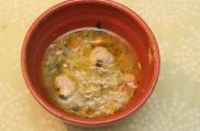 Saborosa sopa de codornas com bolinhas, legumes e macarrão. Receita de origem marroquina.