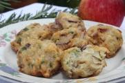 Versão do Kartoffelpuffer mit Apfelmus, panquecas de batata com purê de maçã típicas alemãs