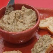 Pasta árabe de berinjela e tahine
