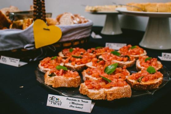Bruschetta de tomate e manjericão (foto de Bárbara Blotta)